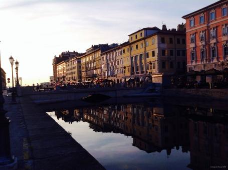 """Canal Grande, durante o tempo de um """"Spritz""""."""