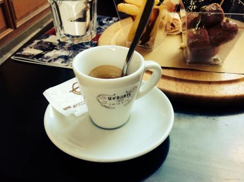 À mesa do Caffè Urbanis.
