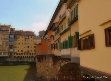 O rio Arno e a Ponte Vecchio, Florença.