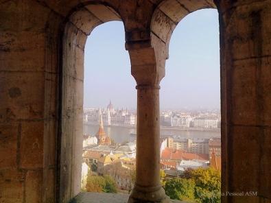 Tenho uma muito parecida com esta, tirada desde o Bastião dos Pescadores, a ver-se a outra margem do Danúbio com o magnífico edifício do Parlamento.