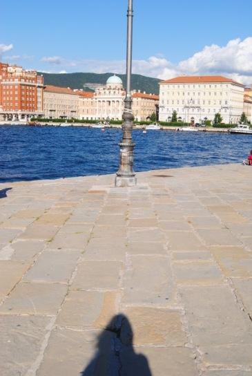 O que se vê do Molo Audace, de outro lado,Trieste.