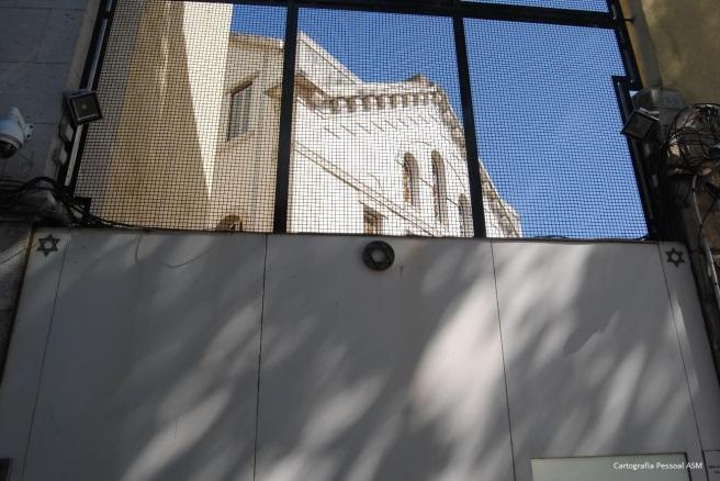 A entrada da Sinagoga Shaaré Tikvá.