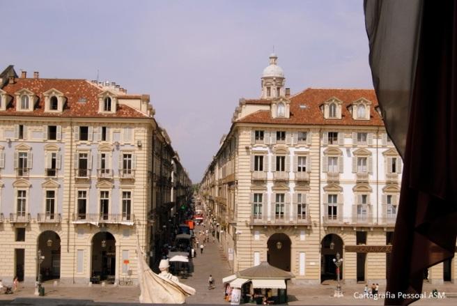 A via Garibaldi vista da varanda do Palazzo Madama.